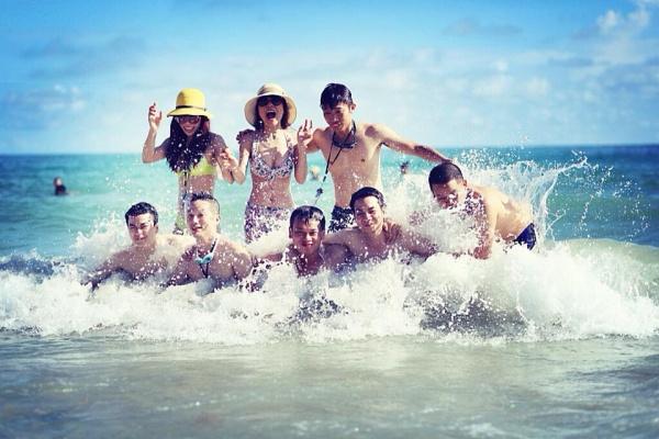 Thích thú nô đùa và tận hưởng mùa hè tuyệt vời với sóng nước Vàn Chảy, Cô Tô