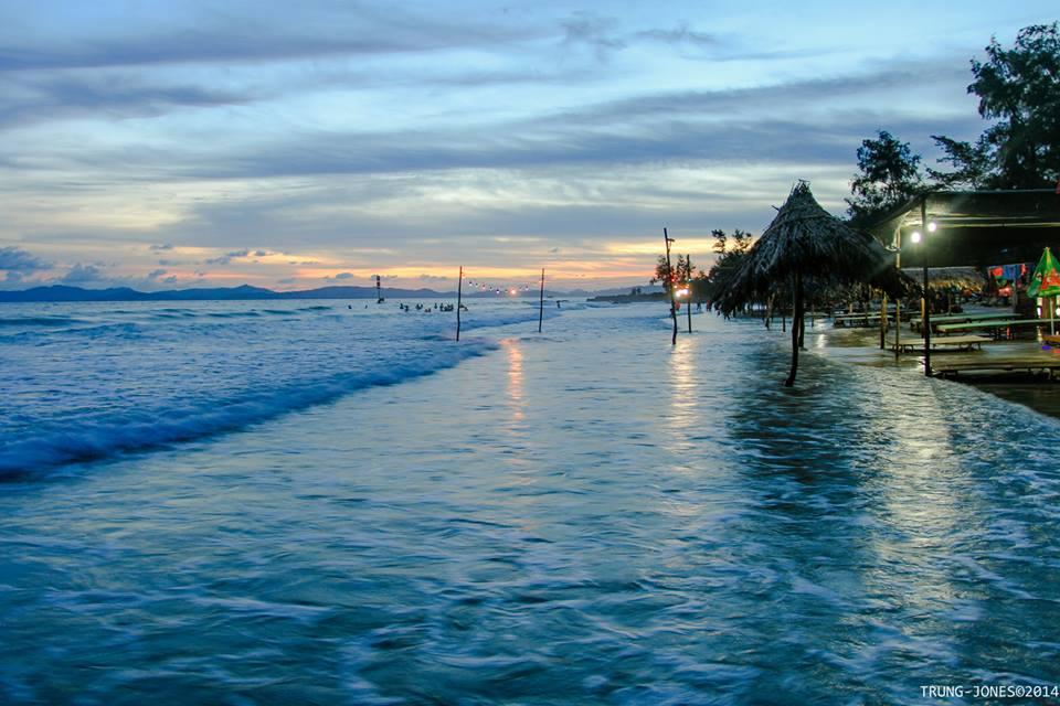 Bãi biển Vàn Chảy là một trong những bãi biển đẹp nhất của Đảo ngọc Cô Tô